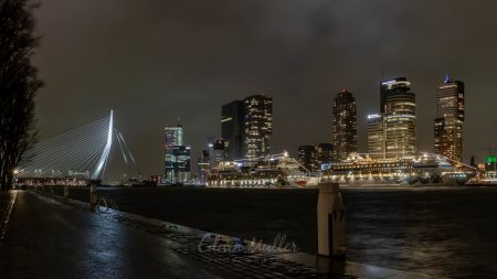 Photo: Edwin Muller Wilhelminapier and Erasmusbrug at night with two Aida cruiseships at the quay
