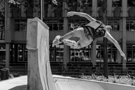 Photo: Edwin Muller Skater doing tricks on ramp